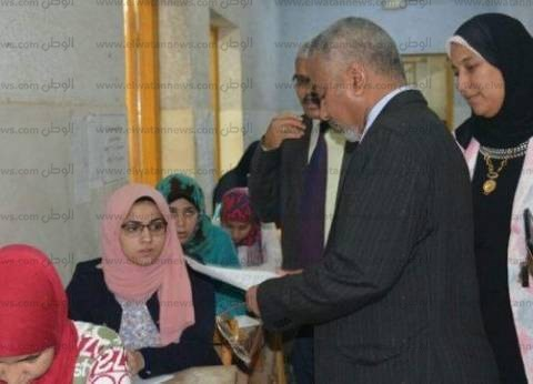 """نائب """"جامعة الأزهر"""" بأسيوط يتفقد لجان امتحانات الفصل الدراسي الثاني"""