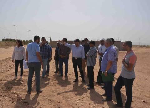 محافظ الأقصر يتفقد تطوير الشوارع الرئيسية بمدينة البياضية