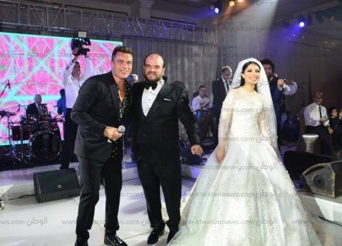 بالصور  عمرو دياب يشعل أجواء زفاف محمد عبدالرحمن