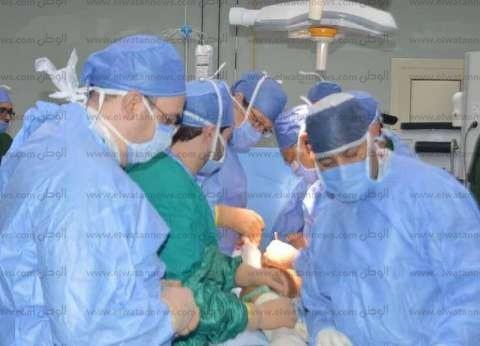 وزير الصحة يجري عملية جراحية لتغيير مفصل الحوض لفتاة بمستشفى شرم الشيخ