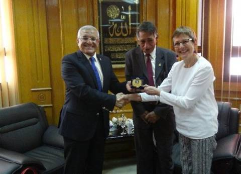 """جامعة المنيا تكرم بعثة حفائر ألمانية على أعمالها بمنطقة """"تونا الجبل"""""""