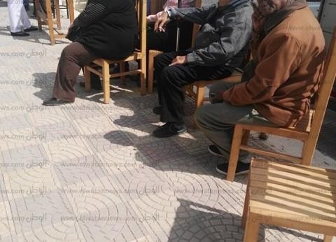المواطنون يتزاحمون أمام المقر الانتخابي للرئيس للتصويت بالاستفتاء