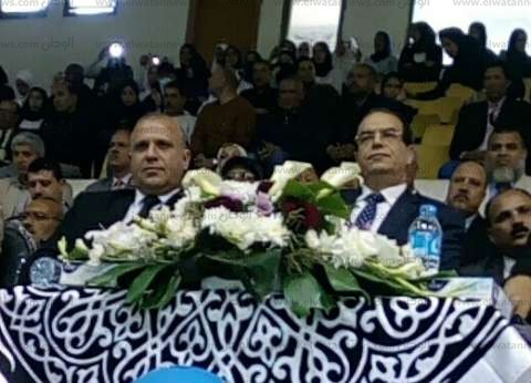 """محافظ الدقهلية يكرم 170 طالبا في احتفال """"التعليم"""" بيوم اليتيم"""