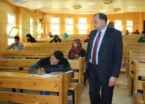 رئيس جامعة بني سويف يلزم أساتذة المواد بالتواجد أثناء الامتحانات