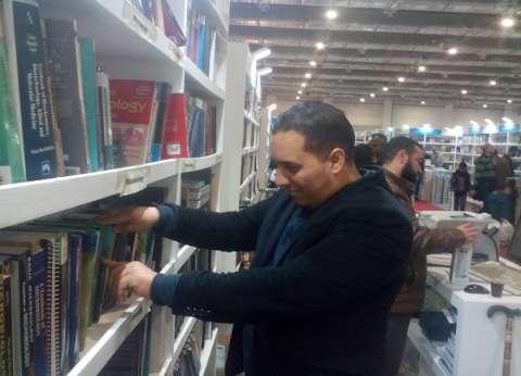 أعضاء هيئات التدريس بالجامعات يبحثون عن الكتب العلمية: «الميزانية قليلة»
