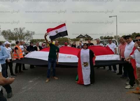 """مصرية على """"كرسى متحرك وبجهاز أكسجين"""" تصوت بالكويت: """"واجب وطني"""""""