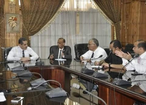 رئيس جامعة القناة يناقش الاستعدادات ليومي الوفاء والوافدين