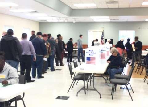 """هيئة انتخابية: نبحث مد التصويت لمدة ساعة ونصف في """"نورث كارولينا"""""""