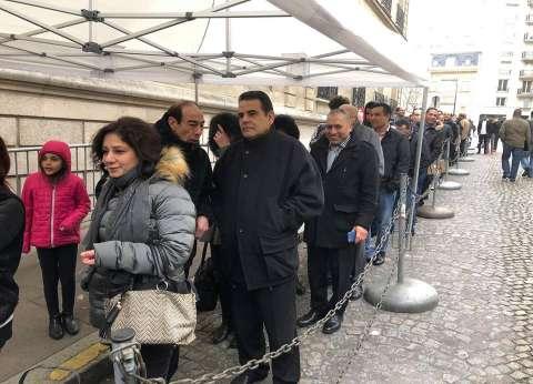 المصريون بفرنسا يتوافدون بكثافة قبل ساعات من غلق باب التصويت