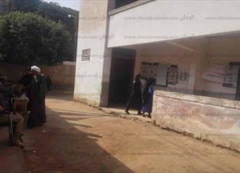 الناخبون يتركون اللجان لاستخراج شهادات المواليد في منفلوط