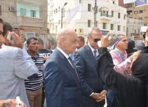 بعد تجديد الثقة.. أهالي قنا يطالبون الهجان بإقالة الفاسدين.. والمحافظ: سنشهد تنمية