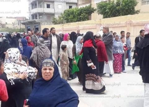 إقبال كثيف للمواطنين على لجان غرب الإسكندرية للمشاركة في الاستفتاء