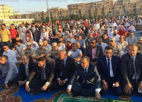 بالصور| مدير أمن كفر الشيخ والمواطنين يؤدون صلاة العيد بساحة الاستاد