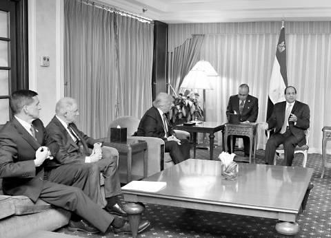 «السيسى» أول رئيس يهنئ «ترامب» هاتفياً بفوزه برئاسة الولايات المتحدة.. ويدعوه لزيارة القاهرة