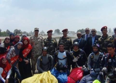 طلاب جامعة حلوان في زيارة لقيادة قوات المظلات