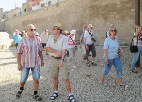 محافظ سوهاج يستقبل فوج سياحي ألماني يزور المناطق الأثرية