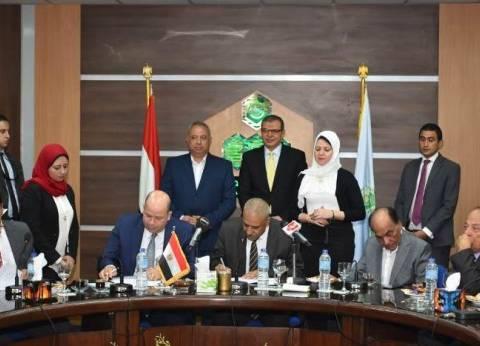 """""""سعفان"""" يشهد توقيع اتفاقيات لمنح علاوة خاصة للعاملين بـ40 شركة بالعاشر"""