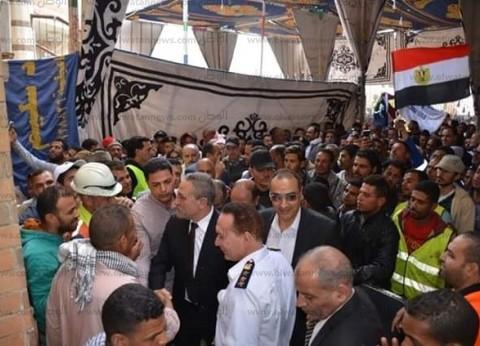 """محافظ الإسماعيلية: """"أقسم بالله معرفتش أدخل اللجنة من كتر الزحام"""""""