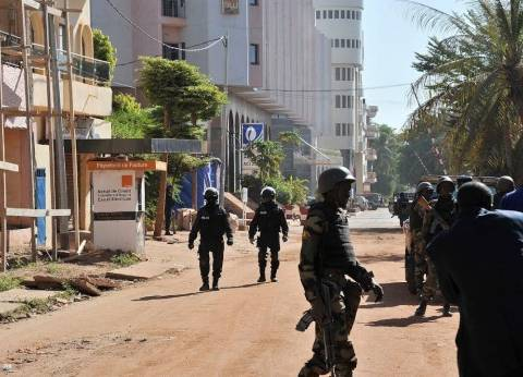 الأمن يبطل مفعول عبوة ناسفة زرعت في سيارة قرب أحد فنادق مالي