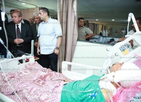 محافظ كفر الشيخ يزور موظف بمستشفى دسوق أصيب في حادث أثناء تأدية عمله