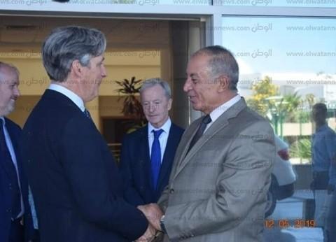 محافظ البحر الأحمر يبحث زيادة أعداد السائحين الوافدين مع سفير بريطانيا