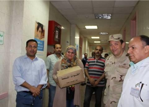 القوات المسلحة تقدم هدايا رمضان للأطفال المرضى بمستشفى في بنها