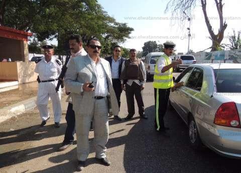 قوات الأمن تبعد مندوب أحد المرشحين عن اللجان في مطروح بسبب توجيه الناخبين