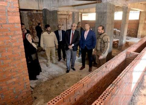 رئيس جامعة المنصورة يتفقد تجديدات المدن الجامعية للطالبات