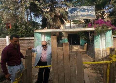 """رئيس """"السنطة"""" يتفقد مشروعات الصرف الصحي ويطالب بسرعة إنشائها"""