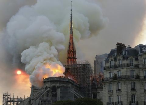 """شاهدة عيان لـ""""الوطن"""": الأسباب المتداولة عن حريق نوتردام مجرد اجتهادات"""