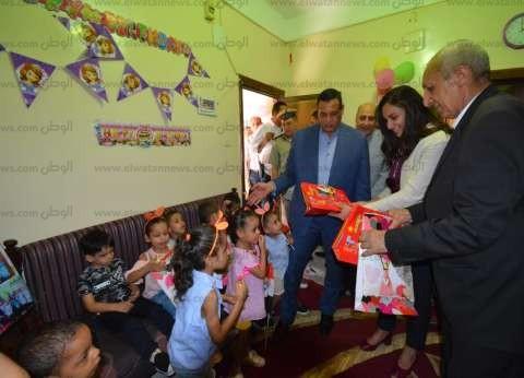 قيادات محافظة البحيرة يحتفلون بالعيد مع نزلاء دور الرعاية الاجتماعية