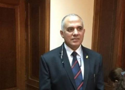 وزير الموارد المائية والري يتلقى تقريرا عن إزالة التعديات على النيل