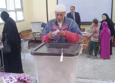 """إقبال كثيف على التصويت بالاستفتاء في لجنة """"عزيز المصري"""" بالهرم"""