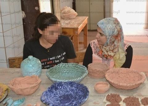 «هدى»: نفسى أبقى أكبر مصممة خزف فى مصر وأجمع إخواتى فى بيت واحد