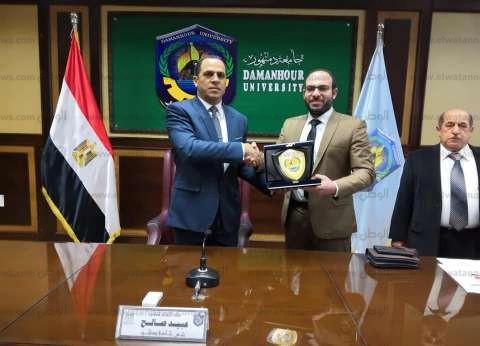 سفارة الكويت بالقاهرة تُكرّم رئيس جامعة دمنهور