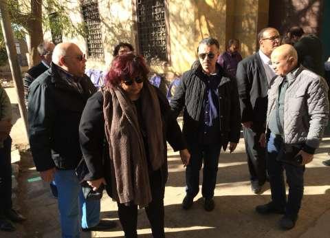 بالصور| وزيرة الثقافة تتقدم جنازة الفنان حسن كامي