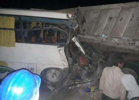 إصابة 4 في تصادم سيارة بالحاجز الخرساني على الطريق الدولي بالبحيرة