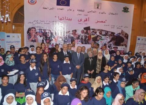 محافظ المنيا يتابع مع وفد القومي للأمومة والطفولة عدد من مشروعات المجلس