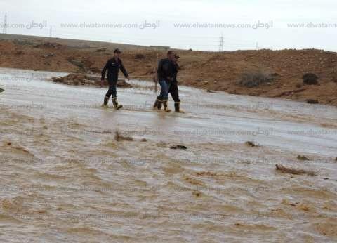 أمطار كثيفة على مرسى مطروح.. والدفع بسيارات شركة الصرف لشفط المياه