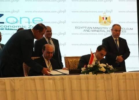 مميش يوقع عقد أكبر مجمع للبتروكيماويات في الشرق الأوسط بمنطقة القناة