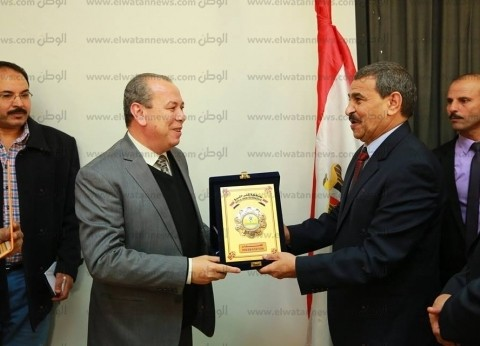 محافظ كفر الشيخ يكرم السكرتير العام ورئيس مدينة الرياض
