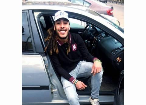 """بالصور  """"جامعة الإسكندرية"""" تحتفي بطالب حلق شعره: """"وعد فأوفى"""""""