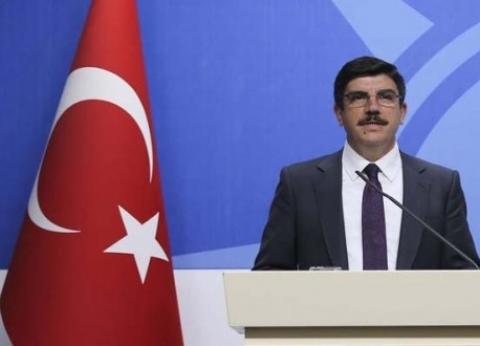 مستشار أردوغان مهاجما اللاجئين السوريين: يعملون بعشوائية