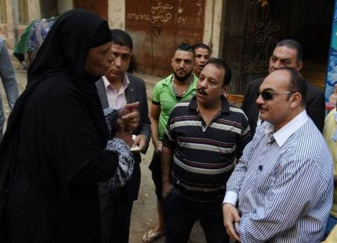 محافظ الإسكندرية يتفقد شوارع حي الجمرك