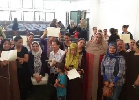 """""""قومي المرأة"""" يسلم شهادات أمان للسيدات المعيلات بأبو قرقاص في المنيا"""