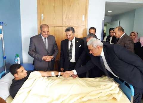 رئيس جامعة الأزهر يزور مصابي حادث الدرب الأحمر بمستشفى الشرطة