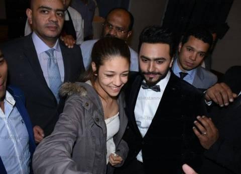بالصور| تامر حسني يتألق في حفل الكريسماس بأحد الفنادق الكبرى
