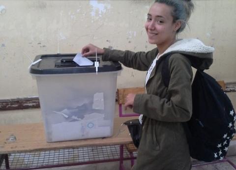 """إقبال كثيف من الشباب للتصويت في لجنة """"أم المؤمنين"""" بالعمرانية"""
