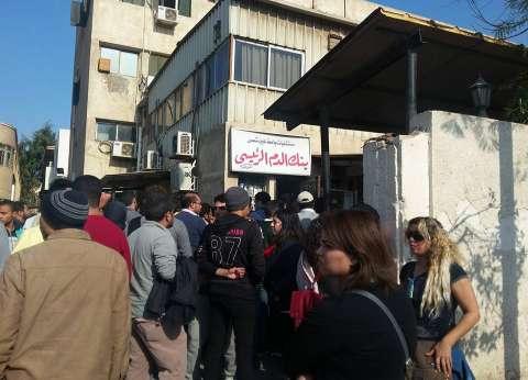"""العشرات أمام مستشفى الدمرداش للتبرع بالدم لمصابي """"البطرسية"""""""