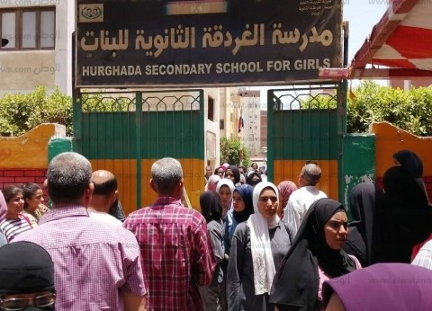 طلاب الثانوية بكفر الشيخ عن امتحان الإنجليزي: سهل لكن محتاج وقت وتركيز